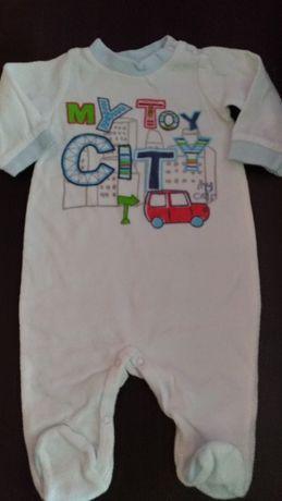 Biały pajac niemowlęcy dla chłopca, rozm 68, jak nowy!