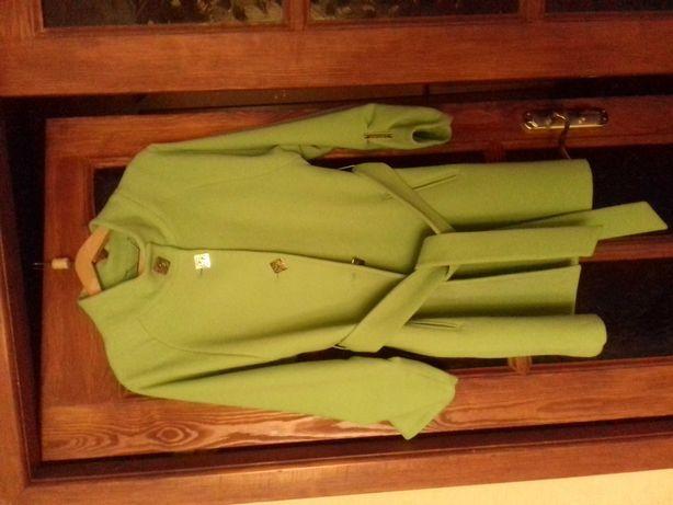 Пальто женское, в отличном состоянии.