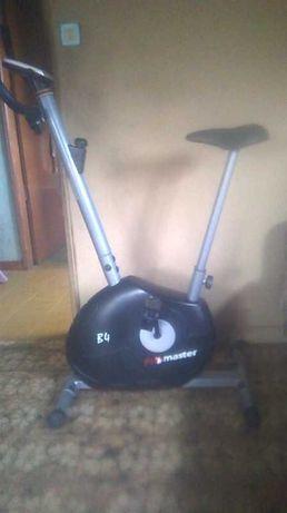 Vendo Bicicleta estática Pro Master B 4 . Praticamente como nova .