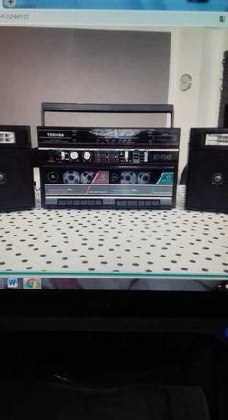 Rádio / Leitor de cassetes TOSHIBA, modelo RT 7046 (de 1986)