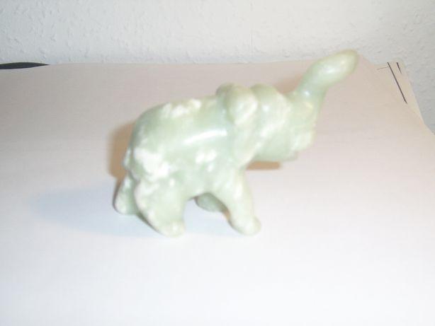 Słoń biało zielony