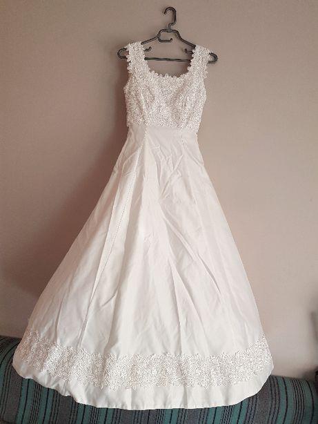 suknia ślubna aplikacje gipiura XS S na kole litera A rozkloszowana