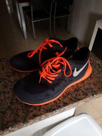 Vendo sapatilhas Nike