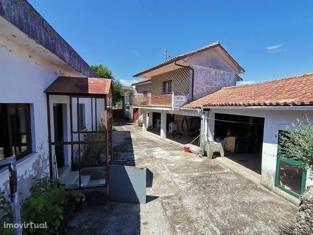 Moradia com anexos c 2500 m2 prox de Esposende