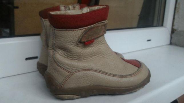 Ботинки ботиночки демисезон Primigi 24р на девочку.
