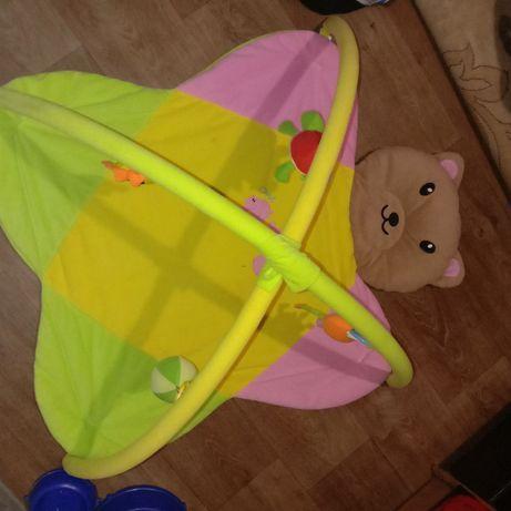 Коврик с мягкими игрушками