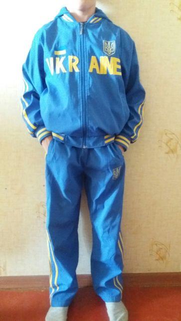 Продам спортивный костюм на мальчика, на рост 146 см.