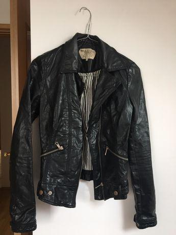 Kurtka Zara. Ramoneska czarna, krótka, skóra ekologiczna.