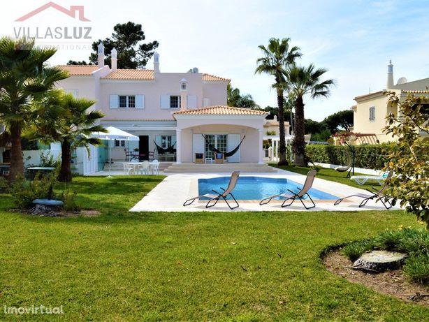Moradia V4 +1 de luxo com piscina em Vilamoura