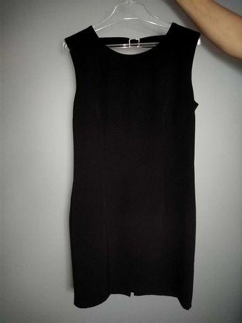 Czarna sukienka.