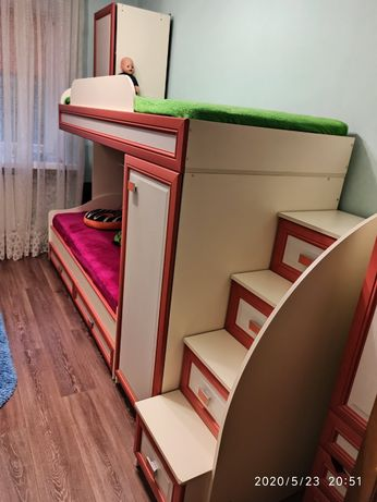 Двухъярусная кровать + 2 новых матраса