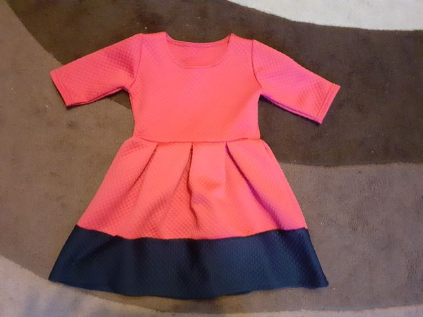 Sukienka. r. 104