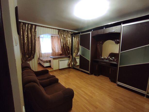 Продам 2-х кімнатну квартиру з меблями та побут. технікою. Євроремонт.