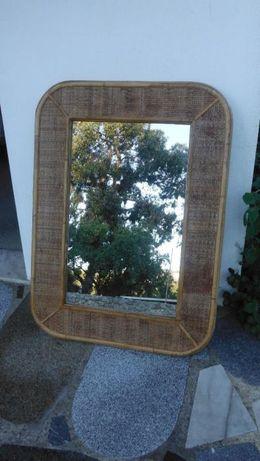 Espelho muito antigo