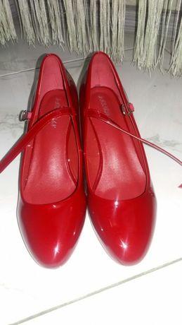 Продам класснючие новые туфли