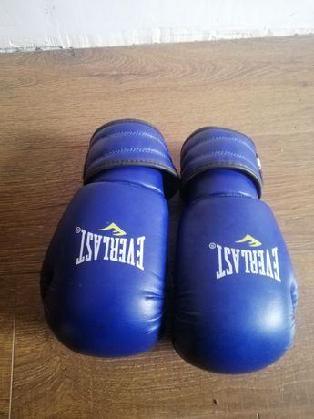 Продам боксерские перчатки с лапами