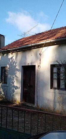 Casa antiga T3 num terreno 0,5 ha, nos Calvinos, Casais, Tomar.