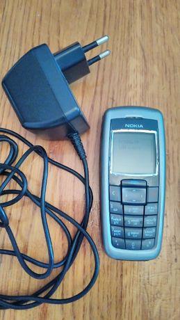 Nokia 2600 с зарядным устройством