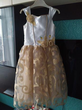 Платье нарядное ,на утренник ,на выступление пышное 3-6лет