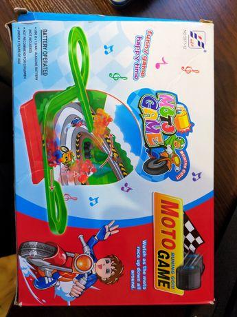 Продам дитячу цікаву іграшку