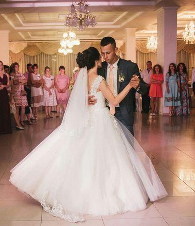 Плаття весільне в ідеальному стані