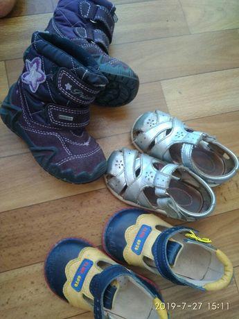 Продам обувь для девочки сапоги босоножки сандалии