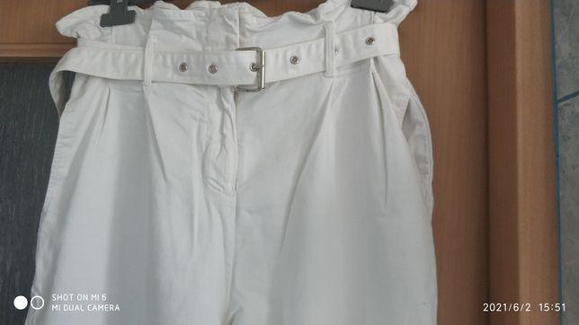Białe materiałowe spodnie