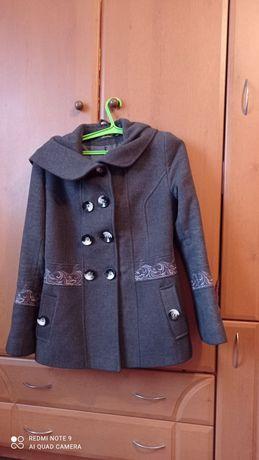 Продам пальто 44р