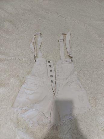 Белый комбинезон с шортами