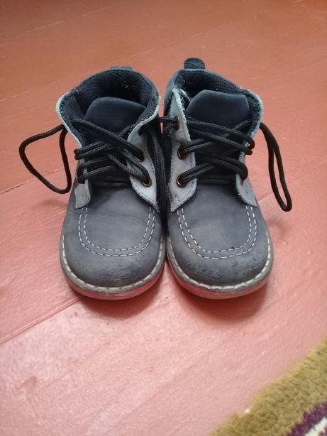 Демисенные ботинки 23 р