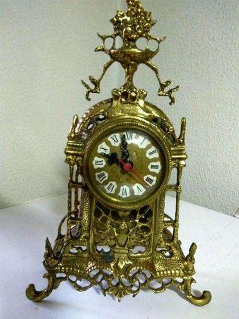 Relógio de Mesa em Latão Quartz