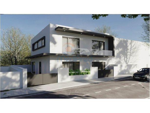 Moradia T4 ,em construção, com 230 m2 em Odivelas