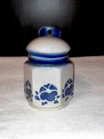 Ceramiczny pojemnik z pokrywką na sól, cukier itp.