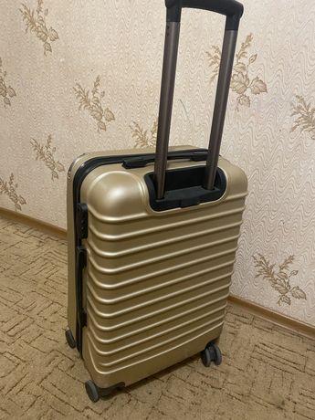 Продам чемодан