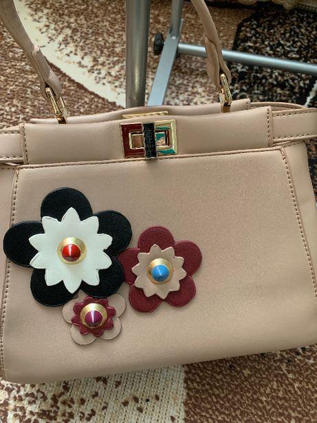 Сумка Fendi бежевая с цветочками, среднего размера