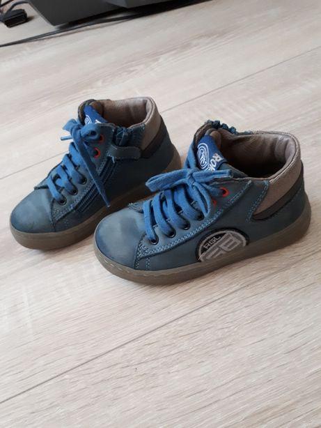 демисезонные ботинки полностью кожаные