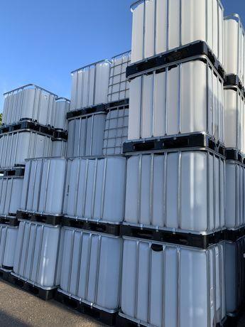 Depósitos de 1000 Litros ibcs e barricas.