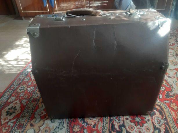 Продам баян в чемодане