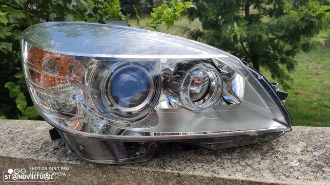 Farol bi xenon direito Mercedes classe C w204 sem direcional