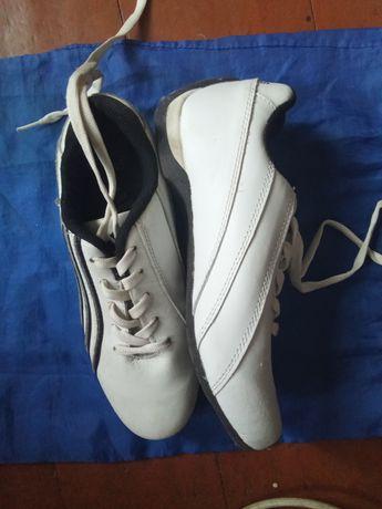 Продам кроссовки новые размер 36
