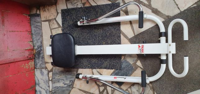 Máquina de exercícios físicos remo