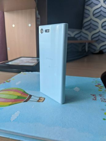 Продам  Sony Xperia X Compact