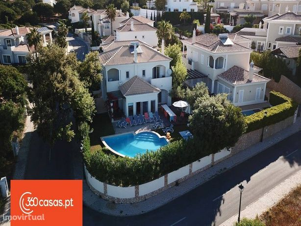 Moradia T5 com Piscina e terreno de 980m2 em Almancil, Algarve