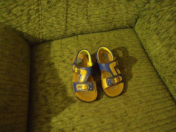 Продам детские сандали для мальчика