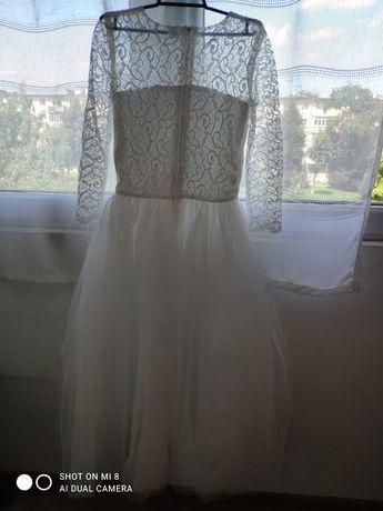 Нарядне біле платтячко