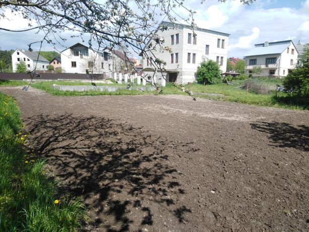 Продається земельна ділянка під забудову з фундаментом