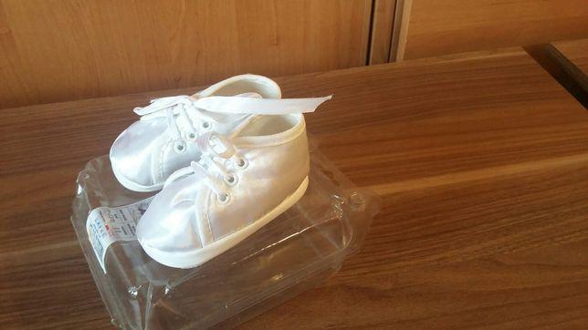 Białe satynowe buciki niemowlęce roz. 17-18