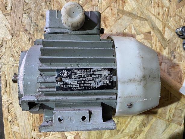 Однофазный электрический ассинхронный двигатель 4ААЕ56В4УЗ