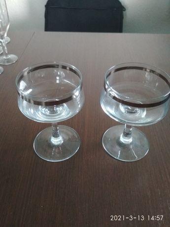Kieliszki do szampana PRL ze srebrnym paskiem