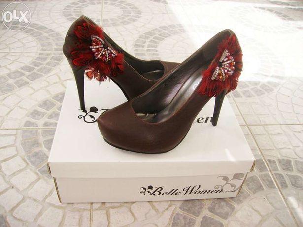 Sapatos castanhos com brilhantes - Novos!